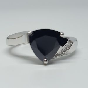 Jewelry - Sterling Silver Elegant Trillion Cut Ring